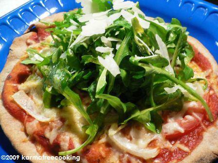 pita-pizza-w-arugula-salad