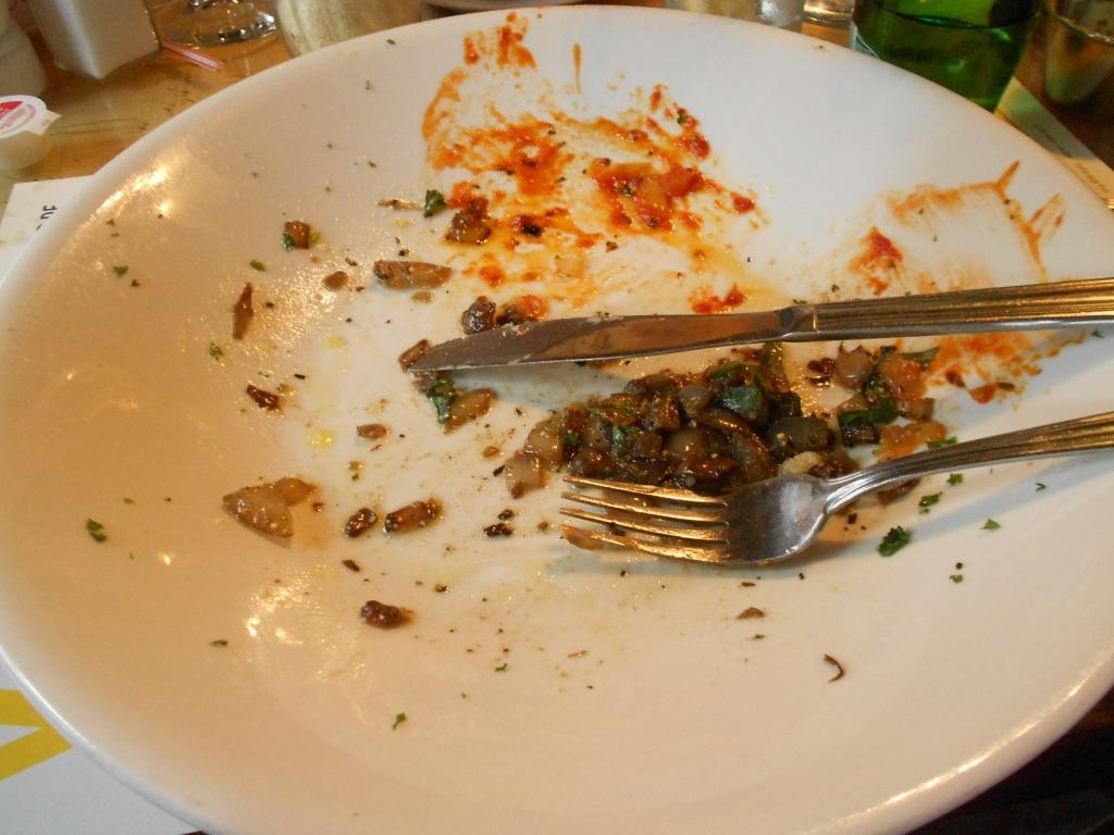 Resultado de imagen de dejarse comida en el plato